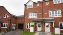 Town House to rent in Elmstone Drive, Royton...