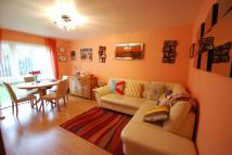 2 bed Ground Flat in Hardwicke Place...