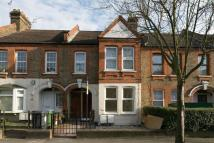 2 bed Maisonette in Carr Road, Walthamstow