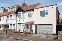 5 bedroom End of Terrace house in Peterborough Road, London