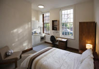 property to rent in 10 Halsmere Road,