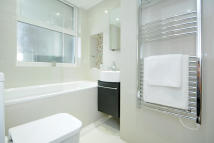 Apartment in Boydell Court St. Johns...