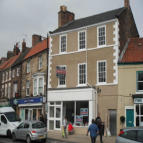 property to rent in 8 / 8a High Street,