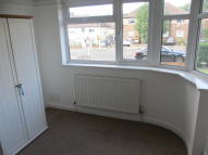 Ground Flat to rent in Fullwell Avenue...