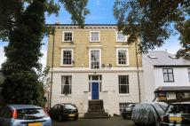 2 bed Flat to rent in Weir Road, London