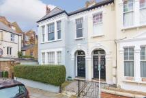 2 bed Flat to rent in Louisville Road...
