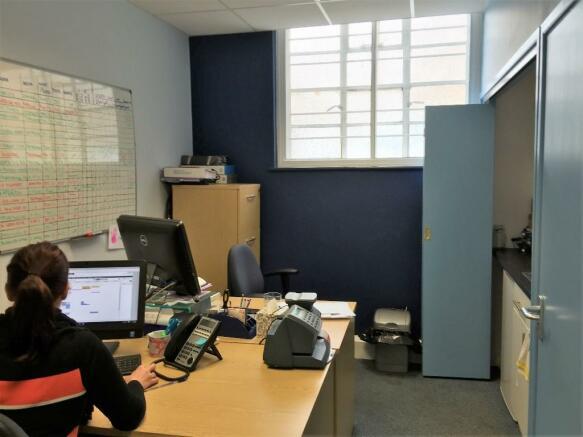 Retail Property High Street To Rent In 19 Princes Yeovil Somerset BA20 1EN