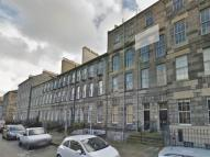 Flat to rent in Broughton Place...