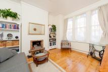 Ground Flat to rent in Mantilla Road, London...