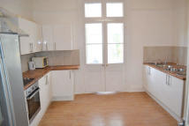 Studio flat to rent in Avondale Road, Croydon...