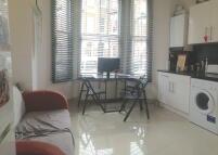 Apartment to rent in Rita Road, London, SW8