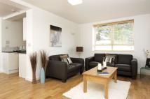 Flat to rent in Kew Bridge Court...