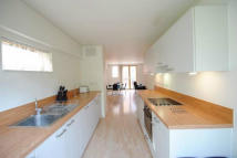 5 bedroom Town House in LOCKESFIELD PLACE...