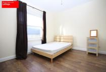 Town House to rent in Ferry Street, London, E14