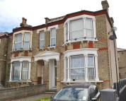 1 bed Flat to rent in Brigstock Road...