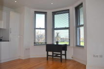 Graham Avenue Flat to rent
