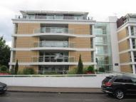 Flat to rent in Claremont Place...