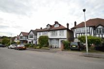 5 bedroom semi detached property to rent in Woodside Road...