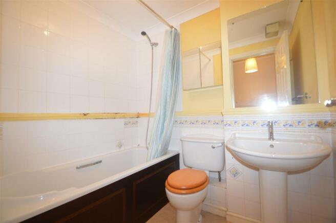 Family Bath Room.JPG