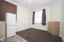 Studio flat to rent in Carlingford Road...