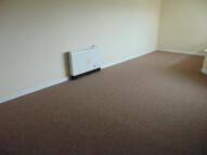 2 bedroom Flat in Goresbrook Road...