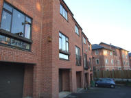 2 bedroom Town House in STATION APPROACH...