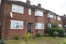 Maisonette to rent in Grove Road Barnet