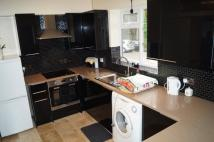 Maisonette to rent in Park Avenue Enfield
