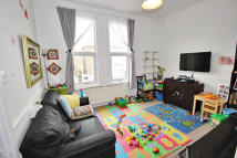 Flat to rent in Rosendale Road, London...