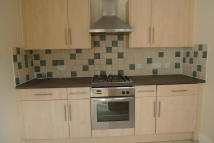 2 bedroom Terraced house in Woburn Avenue, Purley...