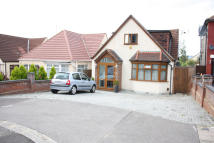 4 bedroom Detached property for sale in STRADBROKE GROVE, Ilford...