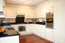 5 bedroom Detached property for sale in STRADBROKE GROVE, Ilford...