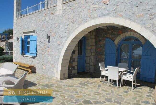 Kitchen-side veranda
