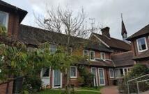 Studio apartment to rent in High Street, Alton...