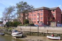 Flat to rent in Mill Road, Barnstaple...