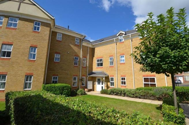 2 bedroom flat to rent in arklay close chantry park for Chantry flats cabins rental