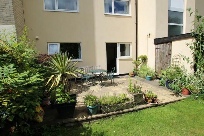 Private Garden Ar...