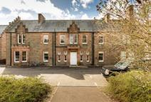 2 bed Ground Flat in South Drive, Liff...