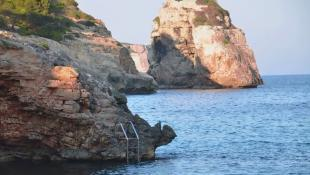 Sea access to swim