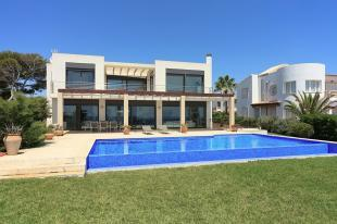Villa with pool area