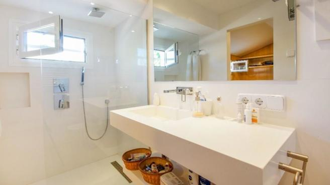 Closet shower