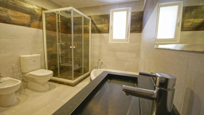 En suite Bathroom -
