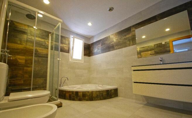 En Suite Bathroom +
