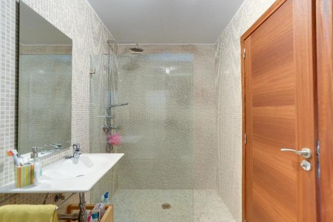 Nice shower room