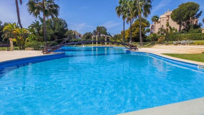 Pool terrace and gar