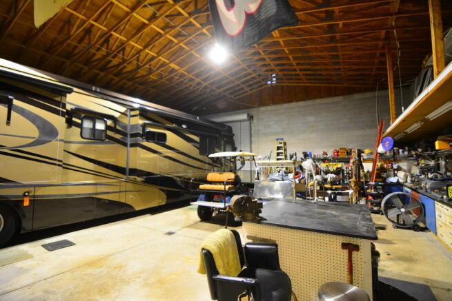 Barn-garage