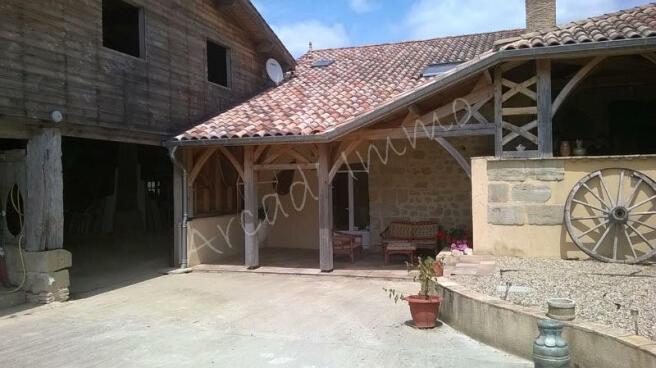 Second entrance + barn