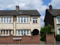 Flat to rent in Upminster Road...