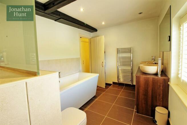 BATH / SHOWER ROOM pic 3
