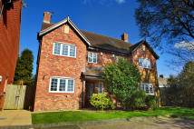 4 bedroom semi detached home in 3 Woodclose Court...